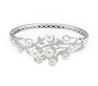 Borrow Fine Occasion Jewelry: Diamond & Pearl Bracelet | Rental Price - $190.00